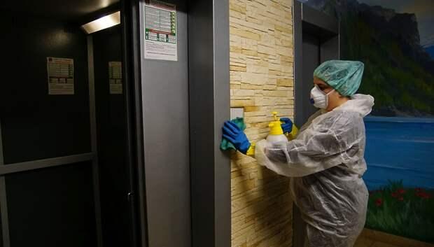 Отсутствие графиков уборки и средств дезинфекции выявили в 5 домах Подольска