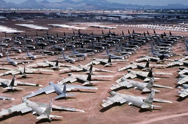 """Списанные B-52 вернут на вооружение ВВС США после 10 лет на """"кладбище самолетов"""""""