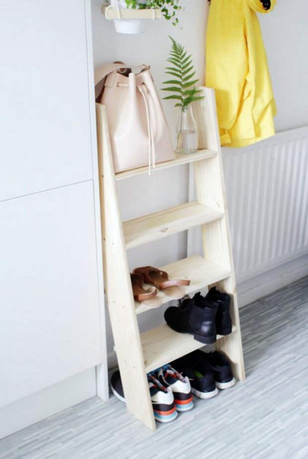 Обувная полка из лестницы.