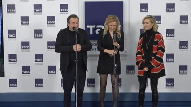 Полина Гагарина и Светлана Ходченкова сыграют в игровой версии мультфильма «Летучий корабль»