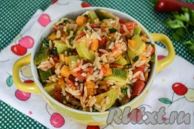 Кабачки, тушеные с рисом и овощами