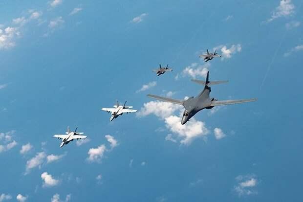 Три бомбардировщика ВВС США пролетели у Восточно-Сибирского моря