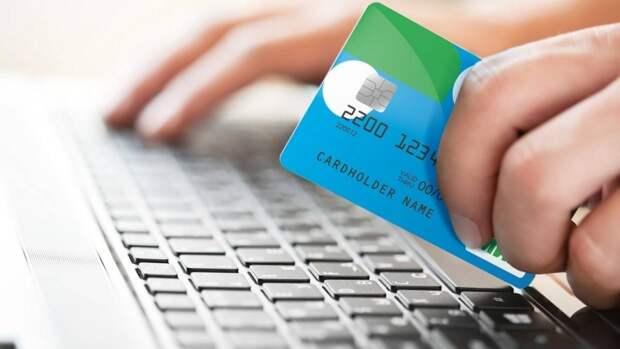 Банки начали вводить комиссии за «стягивание» денег на карту другой кредитной организации