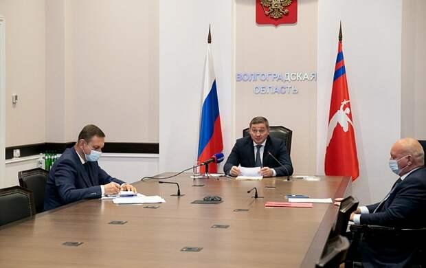 В Волгоградской области готовят перевод школ на дистанционное обучение