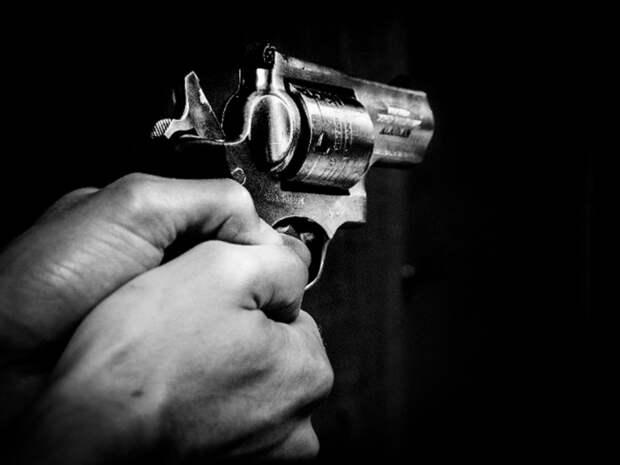 В школе в Виргинии неизвестный устроил стрельбу