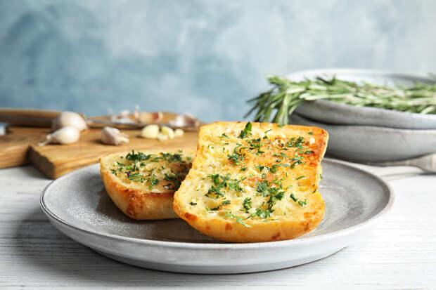 Вкусный чесночный хлеб для ваших закусок