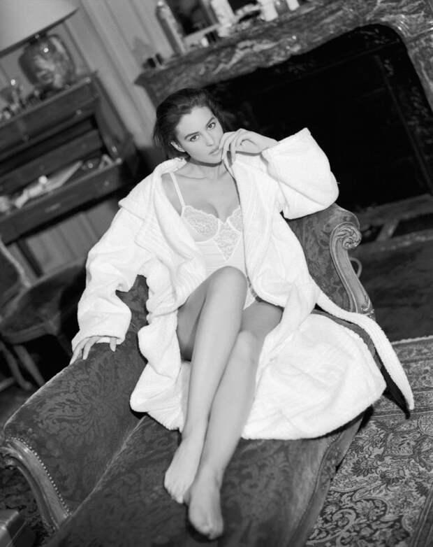 Моника Беллуччи в фотосессии 1990 года.