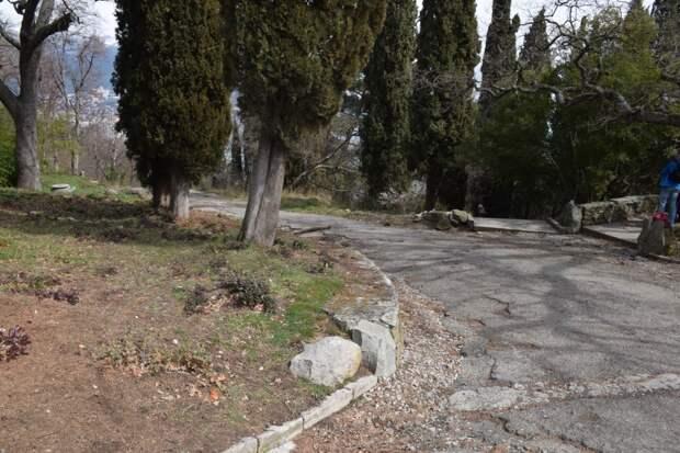 В Ливадии отреставрируют парк, демонтируют шлагбаум за «Царской конюшней» и проведут субботники