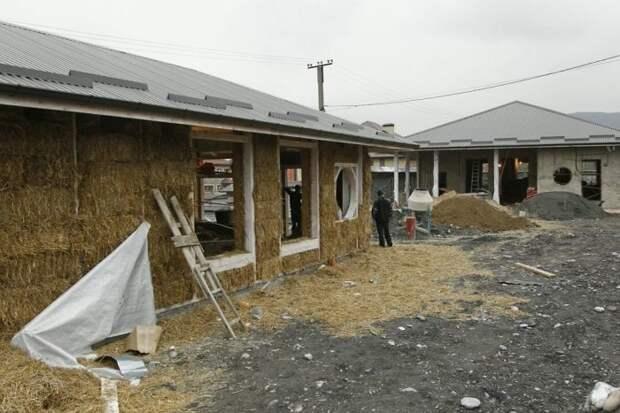 Владикавказский бизнесмен построил себе дом из соломы