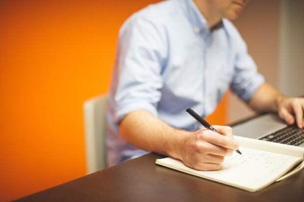 Ортопед Константин Терновой дал советы, как избежать проблем с осанкой при офисной работе