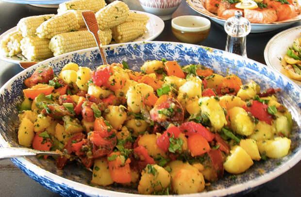 Сытные салаты без майонеза: наедаются одной тарелкой