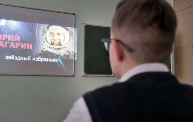 """Участники """"Большой перемены"""" рассказали школьникам о Юрии Гагарине"""