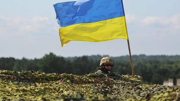 Бывший премьер Украины Арсений Яценюк заявил, что Запад должен оказывать стране всестороннюю помощь