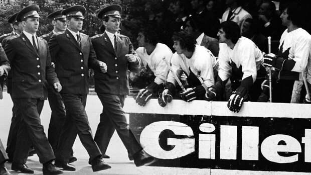 Знаменитая драка вматче СССР— Канада. «Кленовые листья» бились ссоветской милицией иоскорбляли болельщиков