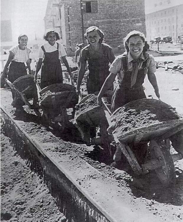 Как выглядели рабочие девушки в СССР