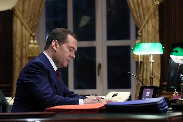 Дмитрий Медведев в рабочем кабинете. Фото: Екатерина Штукина