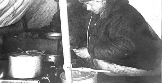 И. Папанин за приготовлением обеда Папанин, арктика, северный полюс, экспедиция