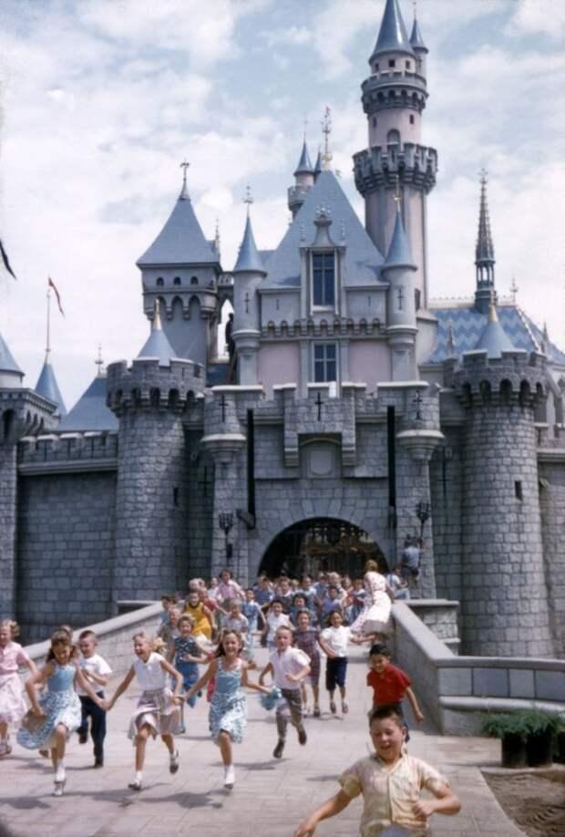 10 ретро-снимков Диснейленда, когда он был жутковатым