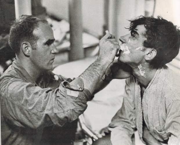 Американцы сняли с баржи в Тихом океане четырех исхудалых советских солдат-срочников. Сильная история за кадром