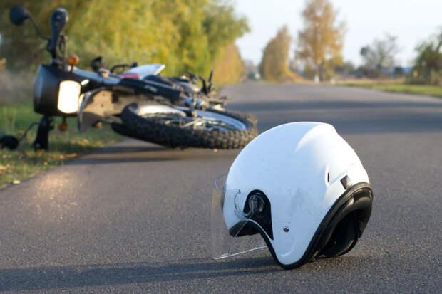 Мотоциклист без прав «довёз» себя и пассажирку до ДТП в Тверской области