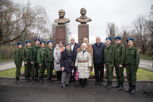 В Симферополе открыли фотовыставку «Юрий Гагарин – каким он парнем был!»
