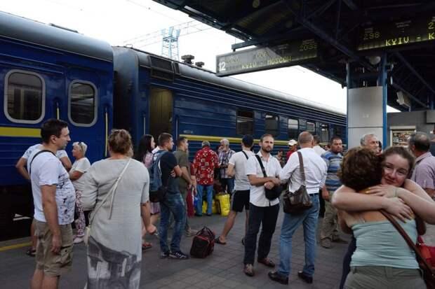 В Киеве сообщили о прекращении железнодорожного сообщения с Россией
