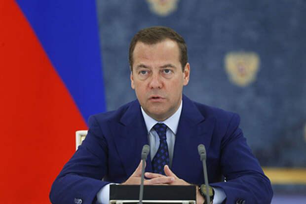 Надо, россияне, надо... Медведев раскрыл причины пенсионной реформы
