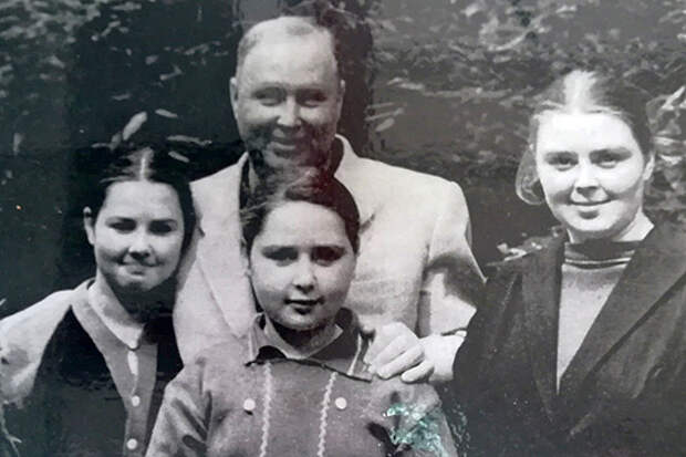 Миль и его три дочери