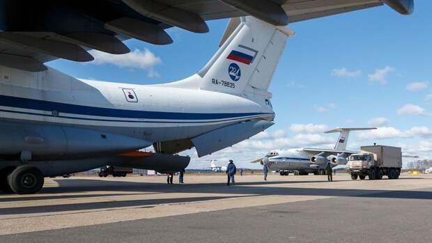 Российские военные медики после приземления в Италии