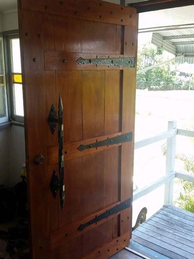 Входная дверь в средневековом стиле Входная дверь, средневековье