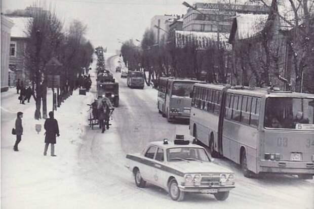 Одна из самых загадочных советских легковушек. Волга с четырьмя фарами