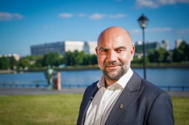 Баженов призвал москвичей регистрироваться на дистанционное голосование в Думу. Фото: Максим Манюров
