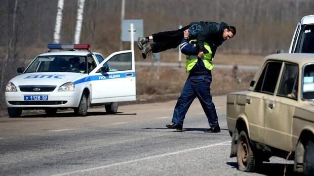 Полиция в России на нарушителями не церемонится прикол, только в россии, умом россию не понять, юмор