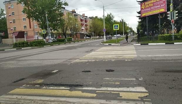 Яму заделали на улице Свердлова в Подольске по просьбе жителя