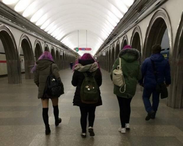 Модники и странные персонажи в метро