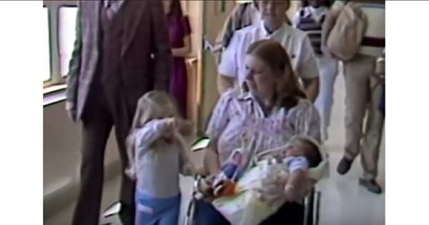 В 1983 году родился ребёнок в 7 кг. Вот каким великаном он стал сегодня