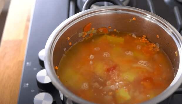 Быстрый, полезный и вкусный суп-пюре из чечевицы за 30 минут