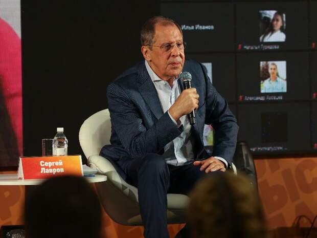 """Лавров заявил, что США пытаются на Россию """"повесить всех собак"""""""