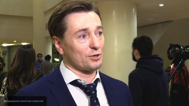 Сергей Безруков показал поклонникам свои первые часы