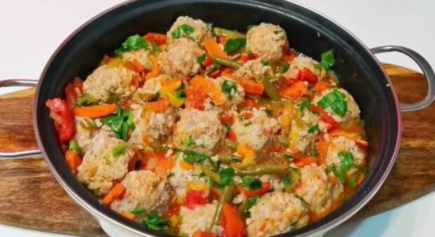 У вас есть фарш. Добавьте овощей и приготовьте обед для всей семьи