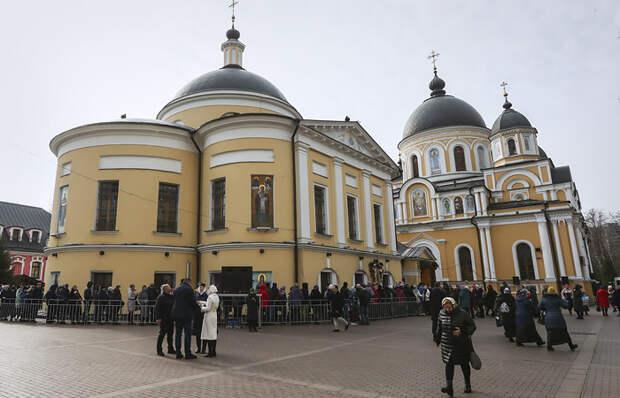 4 факта о том, как на мощах Матроны Московской зарабатывают миллионы
