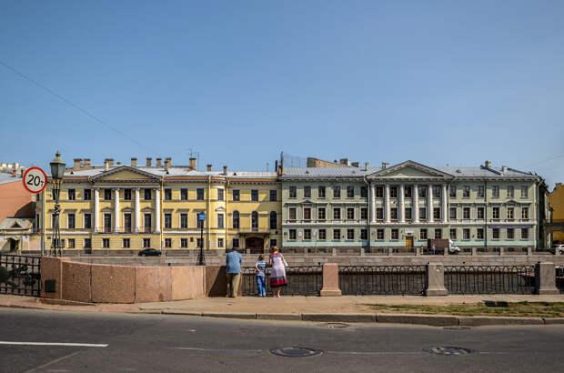 Фонтанка изобилует дворцами русской знати.jpg