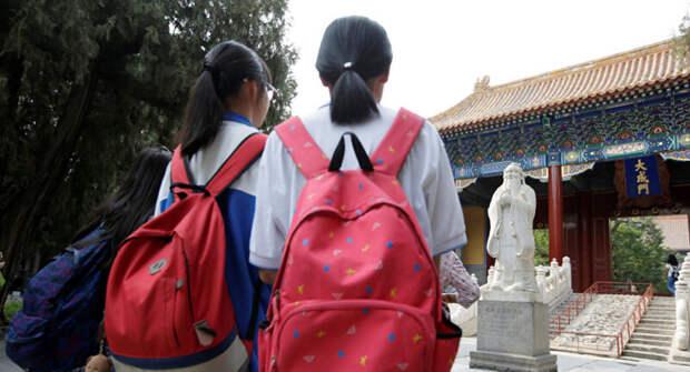 ВКитае повышают возраст согласия из-за сексуальных скандалов снесовершеннолетними