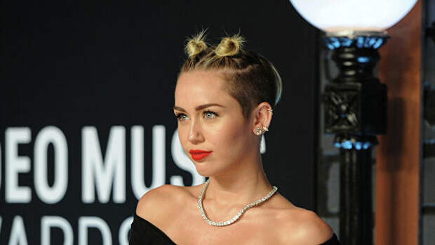 7 знаменитостей, которые отказались от алкоголя