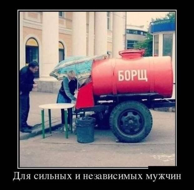 Подходит пьяный к милиционеру: — Товарищи милиционеры! Между вами можно пройти?...