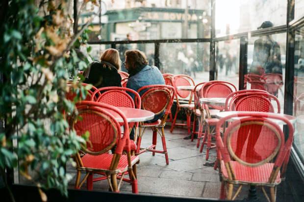 Кормящая мама в кафе — полное пренебрежение к окружающим!!