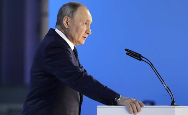 Путин поручил расширять государственную поддержку семей с детьми