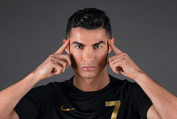 «Обращаюсь квам некак футболист, акак сын иотец». Роналду опубликовал заявление окоронавирусе