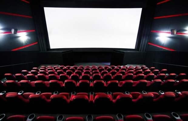 Кабмин запретил закрывать на ключ двери в кинотеатрах во время сеансов