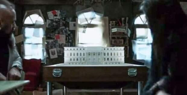 18 фактов о сериале «Бумажный дом», который мог закрыться после первого сезона, а теперь от него в восторге даже Стивен Кинг